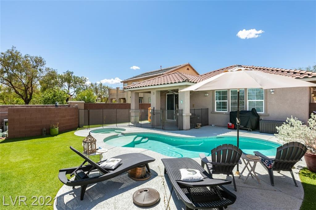 Spacious open living concept in the heart of Mountain's Edge highly sought after neighborhood. This bright single story home is 1,867 sq feet, 3 bedrooms,2 bathrooms with double door entrance to office, located on a Cul-De-Sac. Inside you'll find a large kitchen with island, white appliances, laminate flooring and an eat-in kitchen. The grand primary room offers double-door entry, private en suite with double sinks, jetted bathtub and stall shower. Outdoor living awaits in the backyard with a covered patio, pool, spa, putting green and low maintenance landscaping. Showings available on Saturday, 6/5 and Sunday, 6/6. Take a tour, fall in love, write an offer!