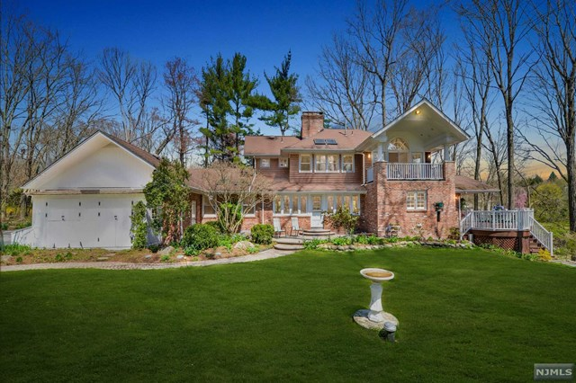 Cul de Sac Setting, Upper Saddle River, NJ 07458