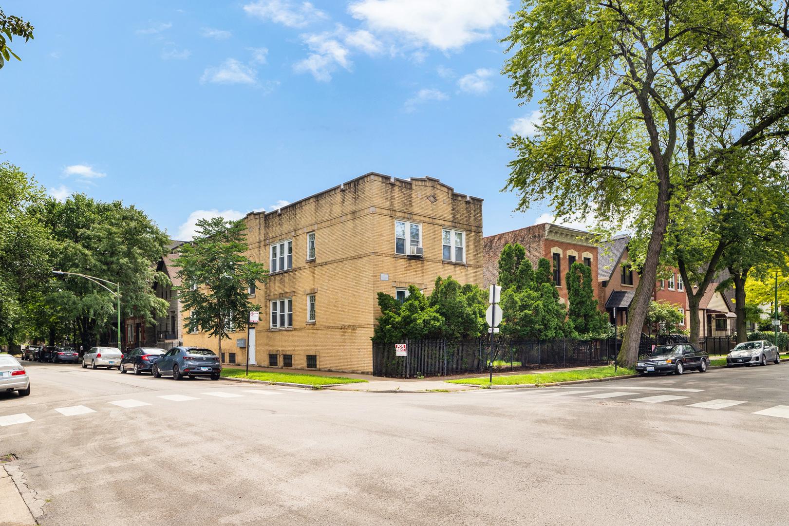 2121 N Oakley Avenue, Chicago, IL 60647