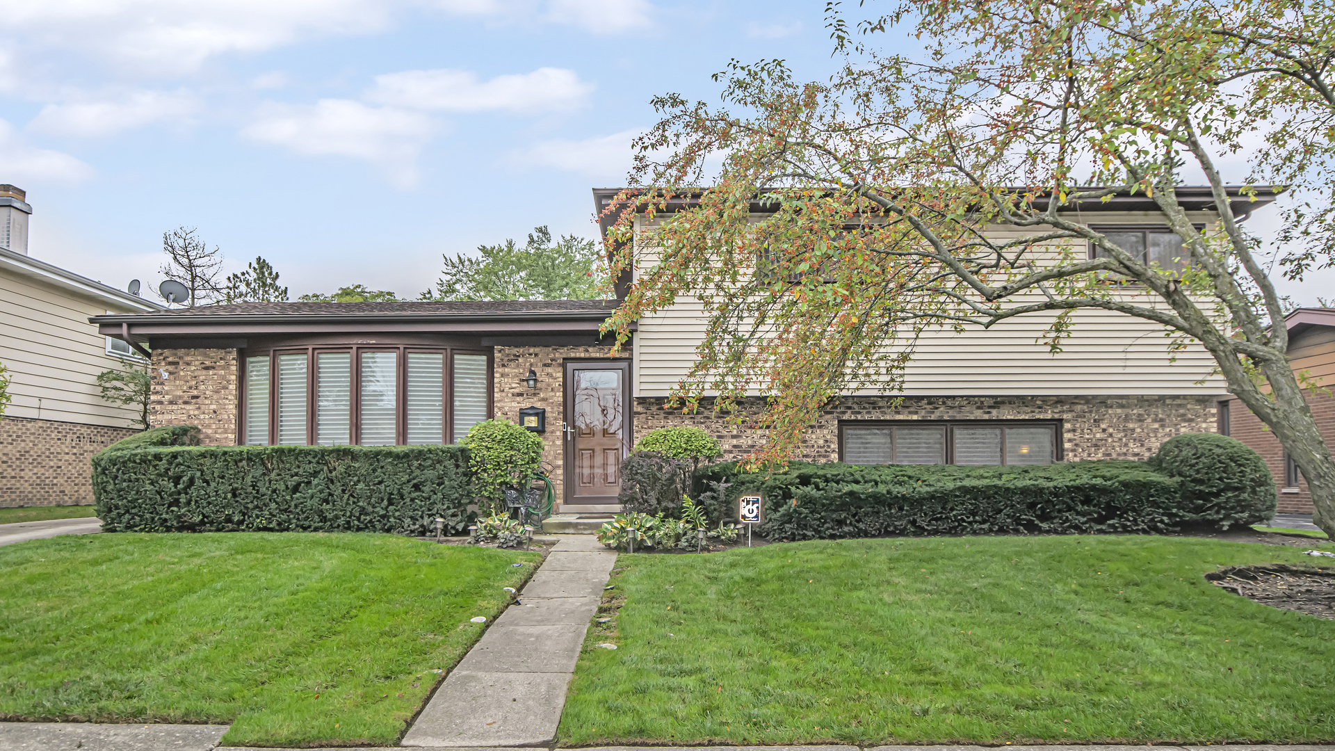752 Barberry Road, Highland Park, IL 60035