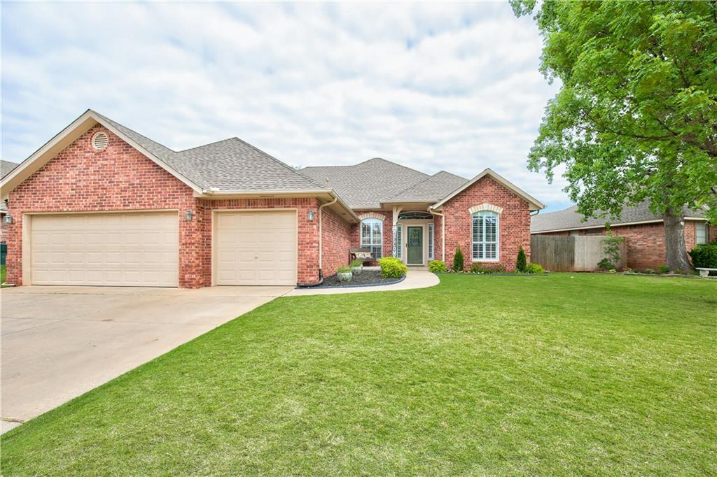A beautiful home in a great neighborhood and great school district! This house has 3 bedrooms PLUS a study. The open floor plan makes this home warm and inviting and functional. Walk into the foyer and see the new luxury vinyl wood flooring with an ample size study on your right and a large formal dining room to your left. Straight ahead you will walk into the Family Room which opens to the large Kitchen and Breakfast Room. The kitchen features all new stainless steel appliances. A half bath is located off the kitchen while the guest bedrooms share a jack and jill bath. On the opposite side of the house you will see the large Master Bedroom with a great size bathroom and closet.