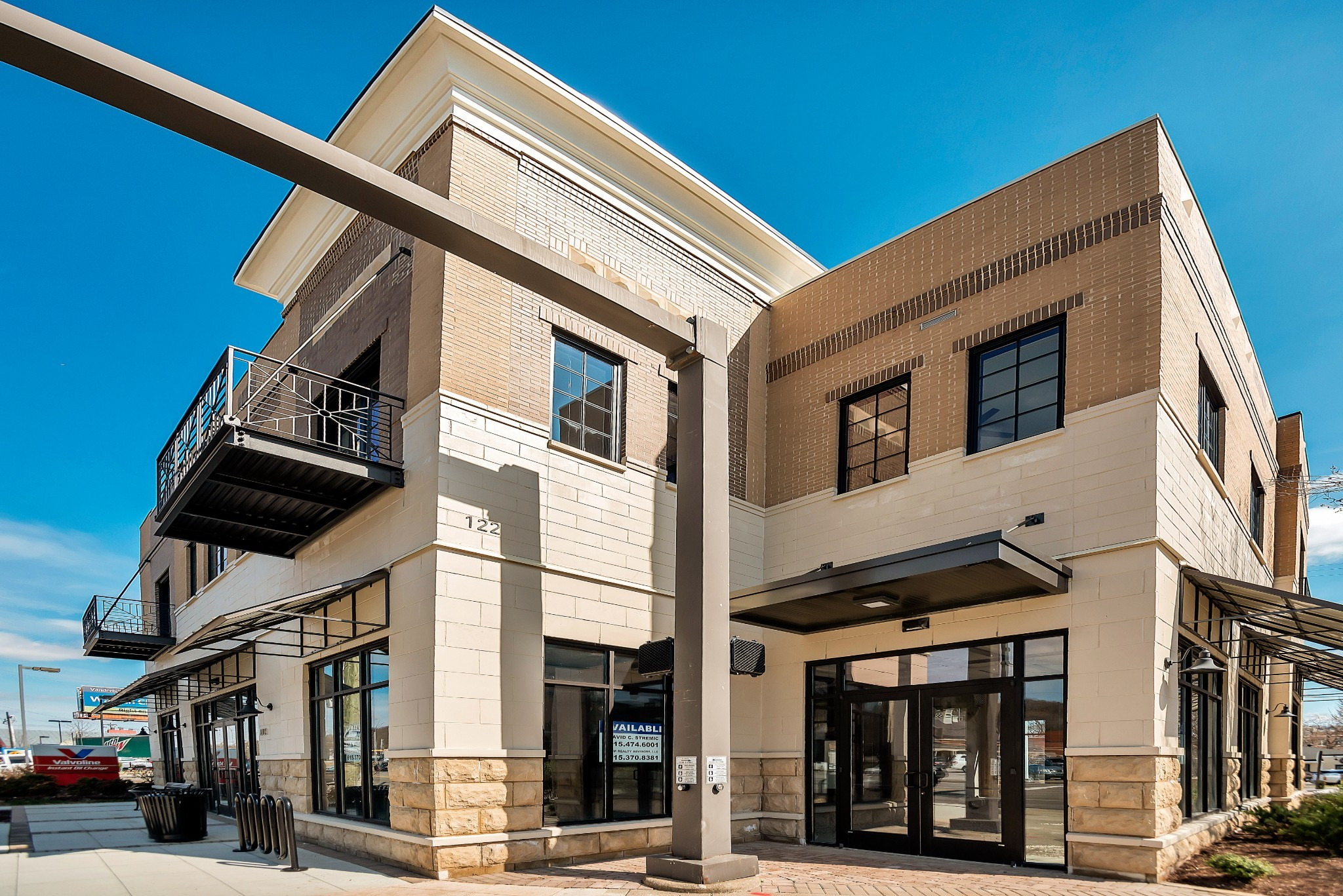 One of a Kind, new condo in downtown Brentwood is filled w/ light. Everything is within walking distance! Large penthouse w/ quartz countertops, induction cooktop & more. Tankless water heater, Pella windows and doors. Shared Elevator. Great Live/Work opportunity! Retail space available for lease.