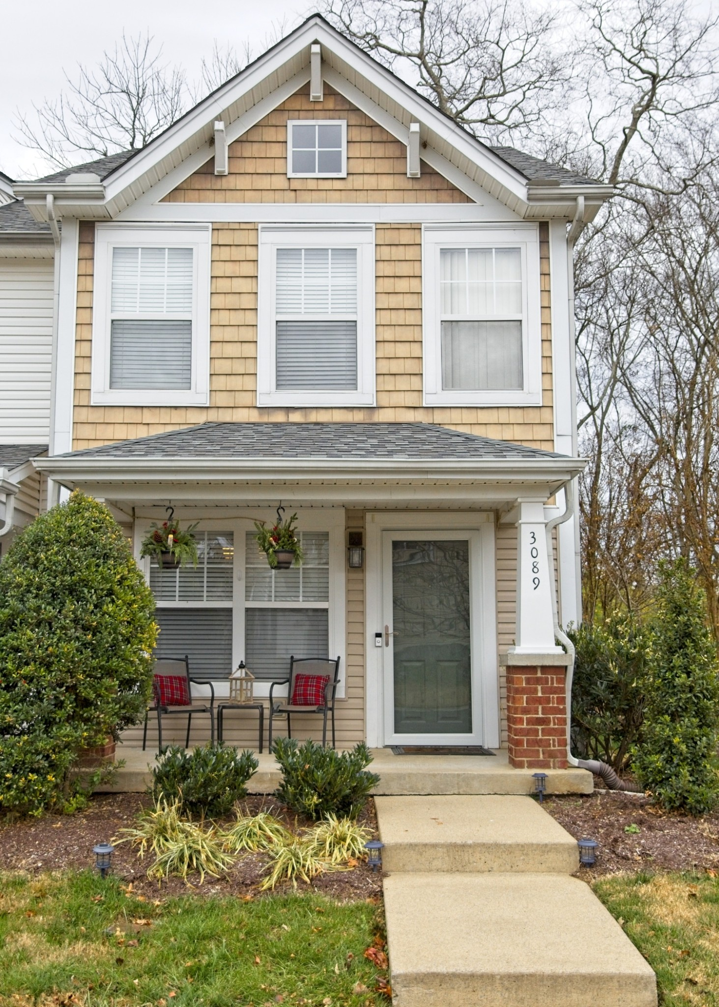 Wonderful 2Bd/2.5BA Nashville end unit townhome with new stainless steel appliances and new LVP flooring downstairs. Private baths for each bedroom. Updated lighting and fresh paint.  Private back area with sunny back patio and large storage area.  This home is just minutes away from Bellevue shopping center, new Ford Ice Center and nearby restaurants.  Enjoy the beautiful walking trails nearby!