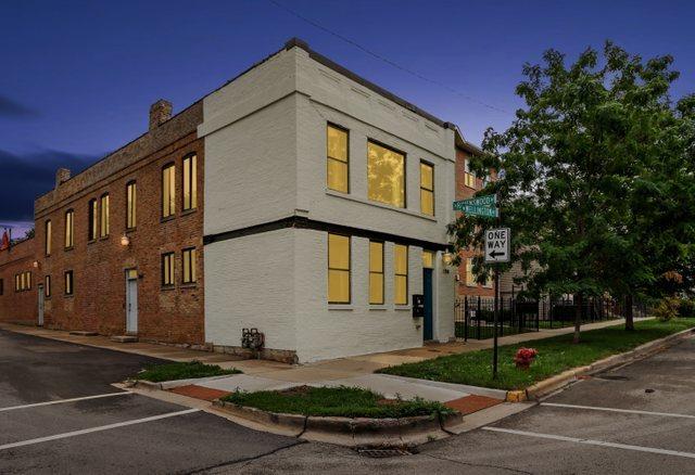 1758 W Wellington Avenue, Chicago, IL 60657