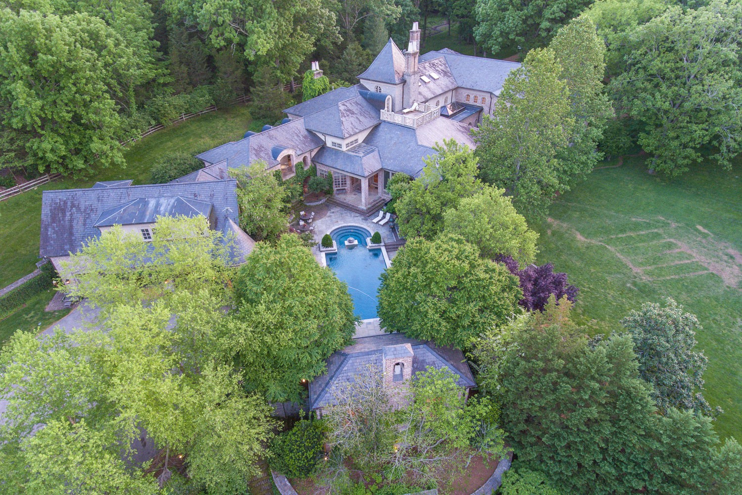 Gated 6 acre private property in the Bel-Air of TN a front porch & columns welcome you into this magnificent Villa. Huge Great room/skylit conservatory/vaulted ceilings/gourmet kitchen & family-room/make this the perfect place to house your loved ones. Master w/ his/her ba & closets. Terraces overlooking lush grounds. 6+ bdrs en-suite/media room/3 den areas & 6 fprs/3k bottle wine cellar/billiard room/bar & room for music studio. Pool/pool house/sun porch/horse stable/pond. pageroadestate.com
