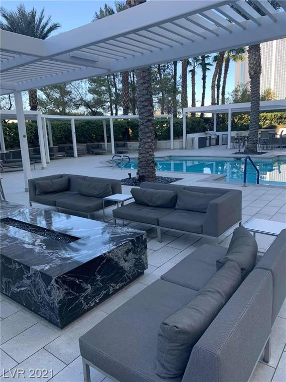 GORGEOUS 17TH FLOOR UNIT AT THE TURNBERRY TOWER HIGHRISE WITH VALET PARKING,LIMO SERVICE, OUTDOOR POOL,VIEWS OF THE CITY ,STRIP. MARBLE FLOORING, GRANITE COUNTERTOPS. FANTASTIC VIEW FROM BALCONY.