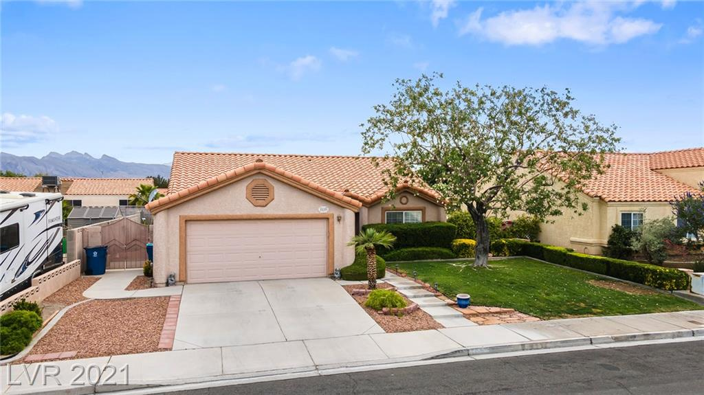 HARD TO FIND SINGLE STORY NO HOA  3 BEDROOMS 2 BATHROOMS, NICE SIZE YARD MATURED LANDSCAPING