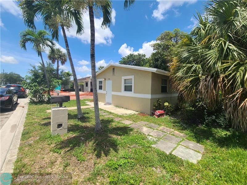 Fully remodeled single family home. Great for a large family or someone that needs extra space. Roof 2018/AC 2018/ Windows 2018. Located near major express ways/ downtown Fort Lauderdale/ Beaches/ Grocery Stores/ Gym/ Library and so much more. Also listed for rent/Great investment opportunity can be rented for over $2000 a month.   $3000 TOWARDS CLOSING COST AND PREPAIDS with acceptable offer (Negotiable)