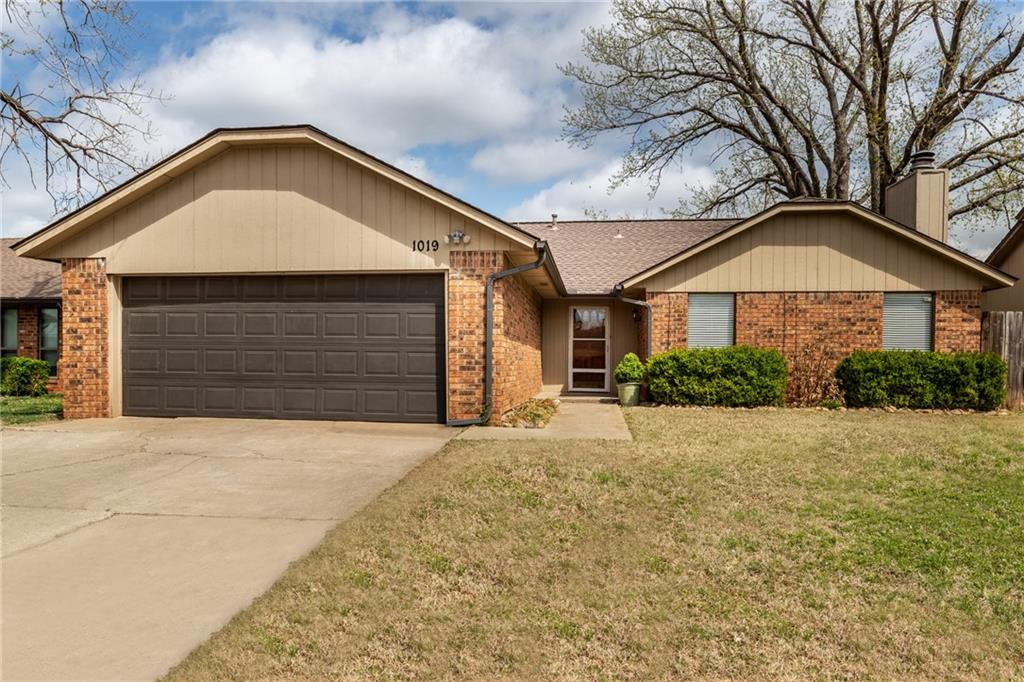 This newly updated home with new flooring, fresh paint, and granite countertops is in a great location in Edmond.  Close to shopping, entertainment, and great schools.