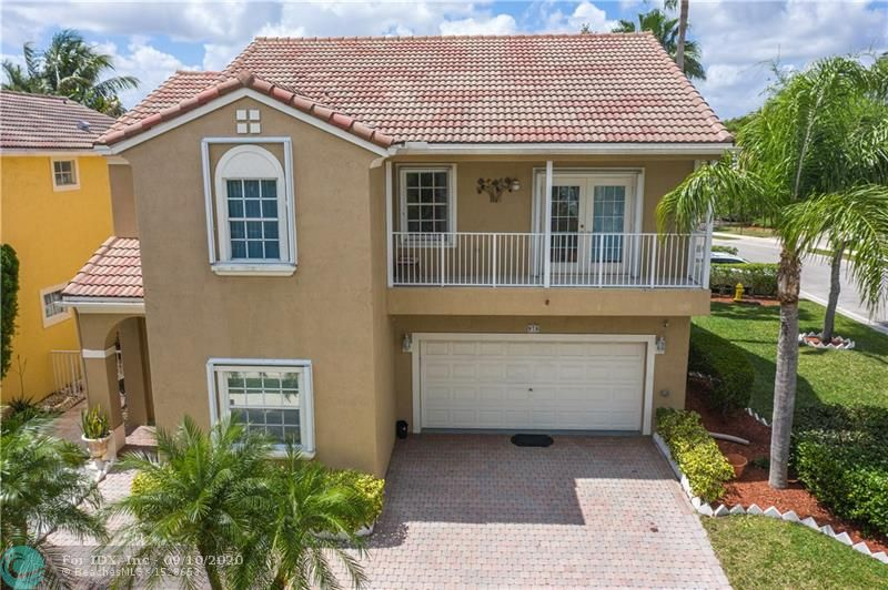 Gorgeous & updated home in the desirable gated community of Vizcaya located off of Lakeview. Next to Church by the Glades, easy access to Sawgrass expressway, near shops/restaurants. Amazing location and great schools. Spacious Florence model has multi-floor plan (9ft ceilings) with full bedroom & full bathroom on 1st floor. Second floor offers 3 bedrooms, 2 bathrooms & 14x21 family room w/balcony & built-in computer station. Spacious master suite, walk-in closet, roman tub, separate shower & double vanities. Updated kitchen and bathrooms. Stainless steel appliances, laundry room, fenced patio with travertine pavers, accordion shutters, corner unit. Low HOA includes landscaping, cable, alarm, and amenities: Community pool, hot tub & gym! HOME HAS BEEN UPDATED SINCE PICTURES WERE TAKEN.