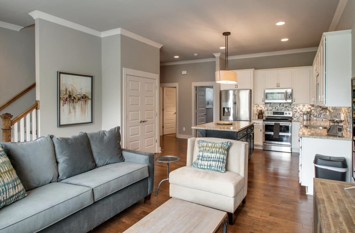 Excellent investment opportunity for your short term or long term rental portfolio. Fully furnished!  4 bedrooms and 3.5 baths with 2 car garage. Amazing  location!!! A few minute walk to the Gulch or 12 South!