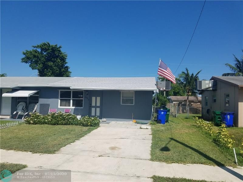 """Owner Motivated, This 2 bedroom/1bath home would be a Great """"Family Home"""", """"1st Time Buyer Home"""" or a """"Great Investment Property"""" located in desirable Margate with no HOA. Wingate Park is across the street which provides a nice play area for your kids, and an  area to walk . Fenced in yard . Can be a 3 bedroom easily. Also large separate laundry room .Add  your personal touches  and make it your home.    New roof and new water heater."""