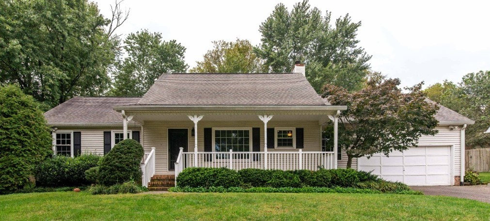 """In fantastic Riverview Subdivision. Beautiful Hardwoods in dining, living and kitchen.  Fireplace, Large Master Down., Screened In Porch.   NO HOA. Perfect location, close to Downtown Franklin, the interstate, and The Forrest Crossing Golf Course!      Property being sold  """"AS IS""""."""