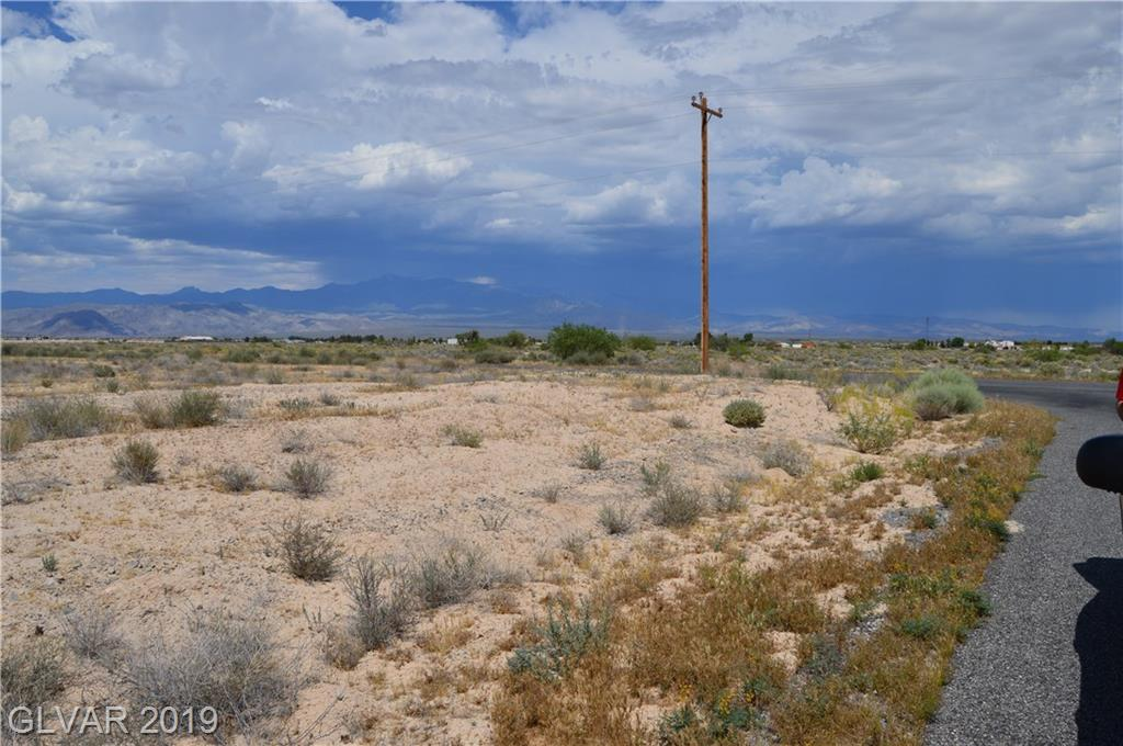 10220 S OAKRIDGE Avenue, Pahrump, NV 89048