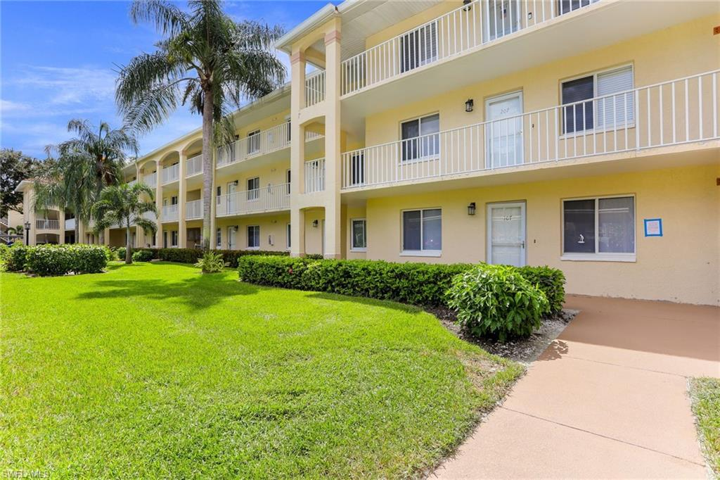 Beautiful in every way. This 2 bedroom, 2 bath has been tastefully renovated and offers all the comforts you would want and expect, including a lovely Golf course view. Royal wood is a bundled Golf community with resort style amenities, Clubhouse, and wonderful planned activities.