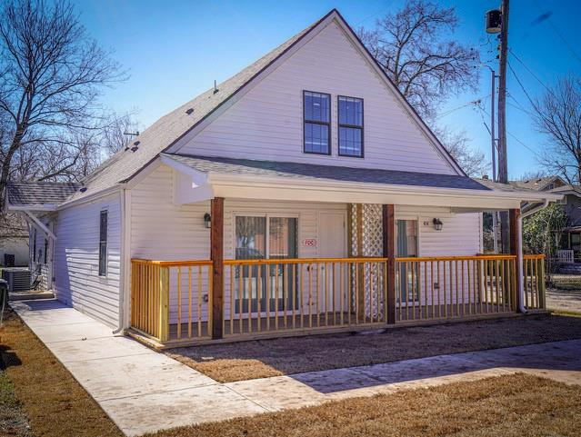 Remodeled and fully Leased triplex for sale.  Located just North of the famous MONTE restaurant and a few blocks to The University of Oklahoma.