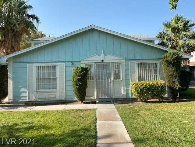 Charming 2 Bedroom townhouse in prime location, next to UNLV. Great community with pool, tennis and lots of green grass. Very good condition and ready to move in, perfect for owner occupier or investor.