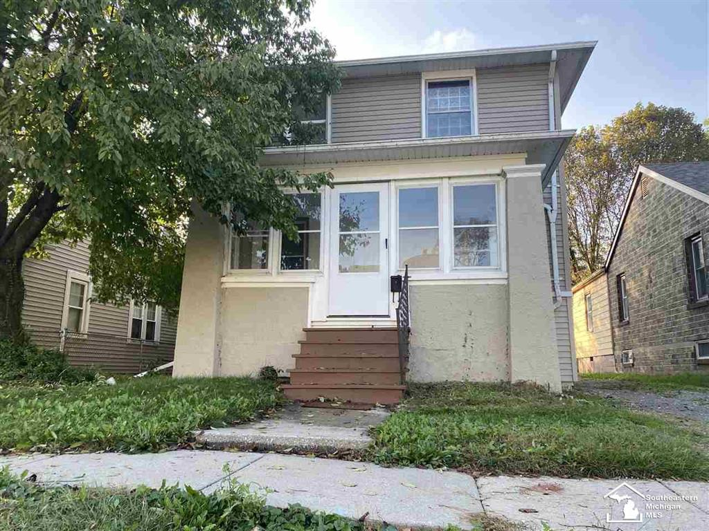 Welcome home to this adorable, newly updated, 3 bedroom home. This place is very well maintained, and you can move right in! Located close to downtown Monroe. Make your appointment today!