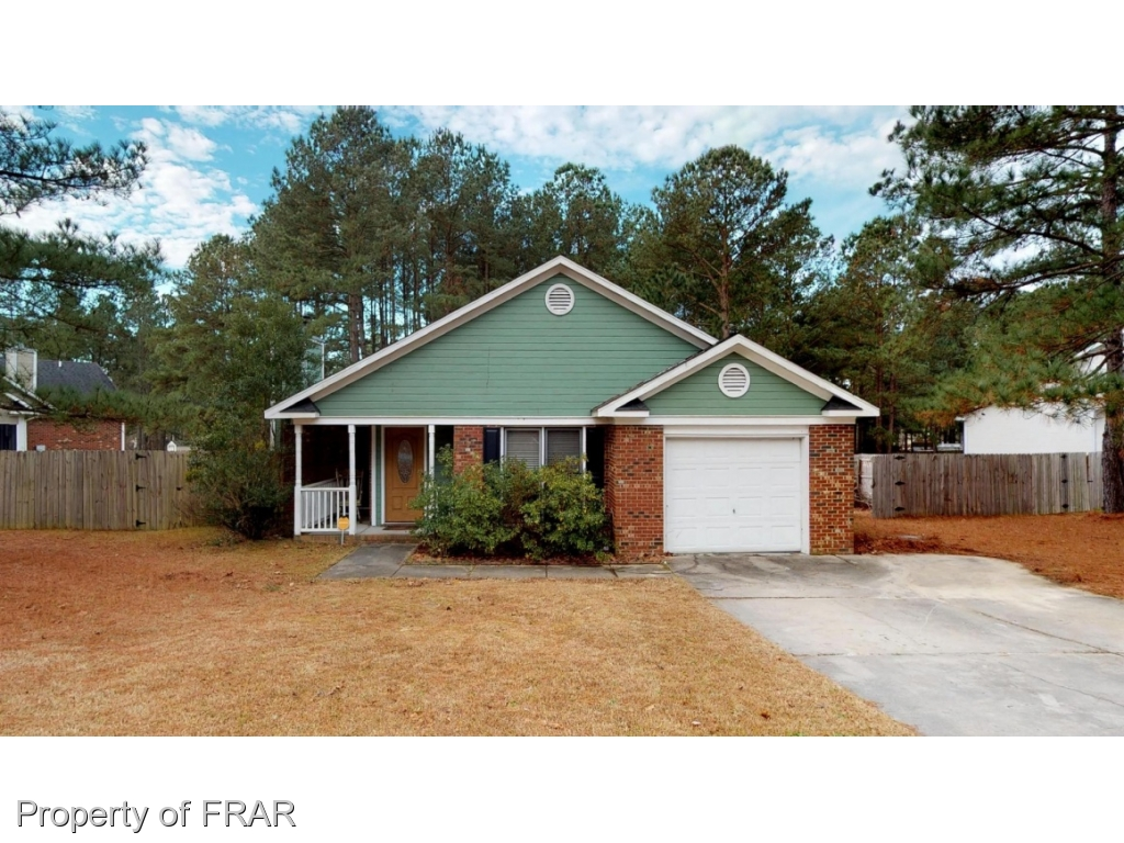 -Beautiful 3 Bedroom Ranch home features Great room with fireplace, eat in kitchen with stainless appliances and single car garage. Covered front porch, 2 full bathrooms, large bedrooms all on one floor and large privacy fenced backyard with patio great for entertaining.