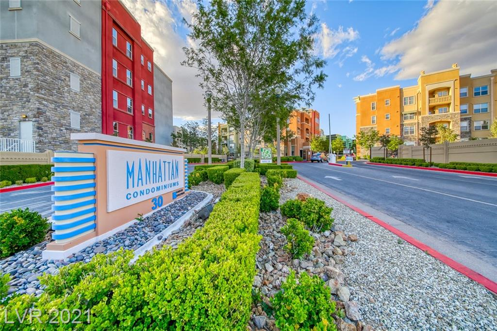 Beautiful 2 bedroom condo in Manhattan Condo. Close to I-15 for easy access to the strip, premium outlet mall, Las Vegas strip and the new Allegiant (RAIDERS) Stadium. Manhattan condo is a guard gated community with amenities including a pool, spa, gym, business center, and conference room.