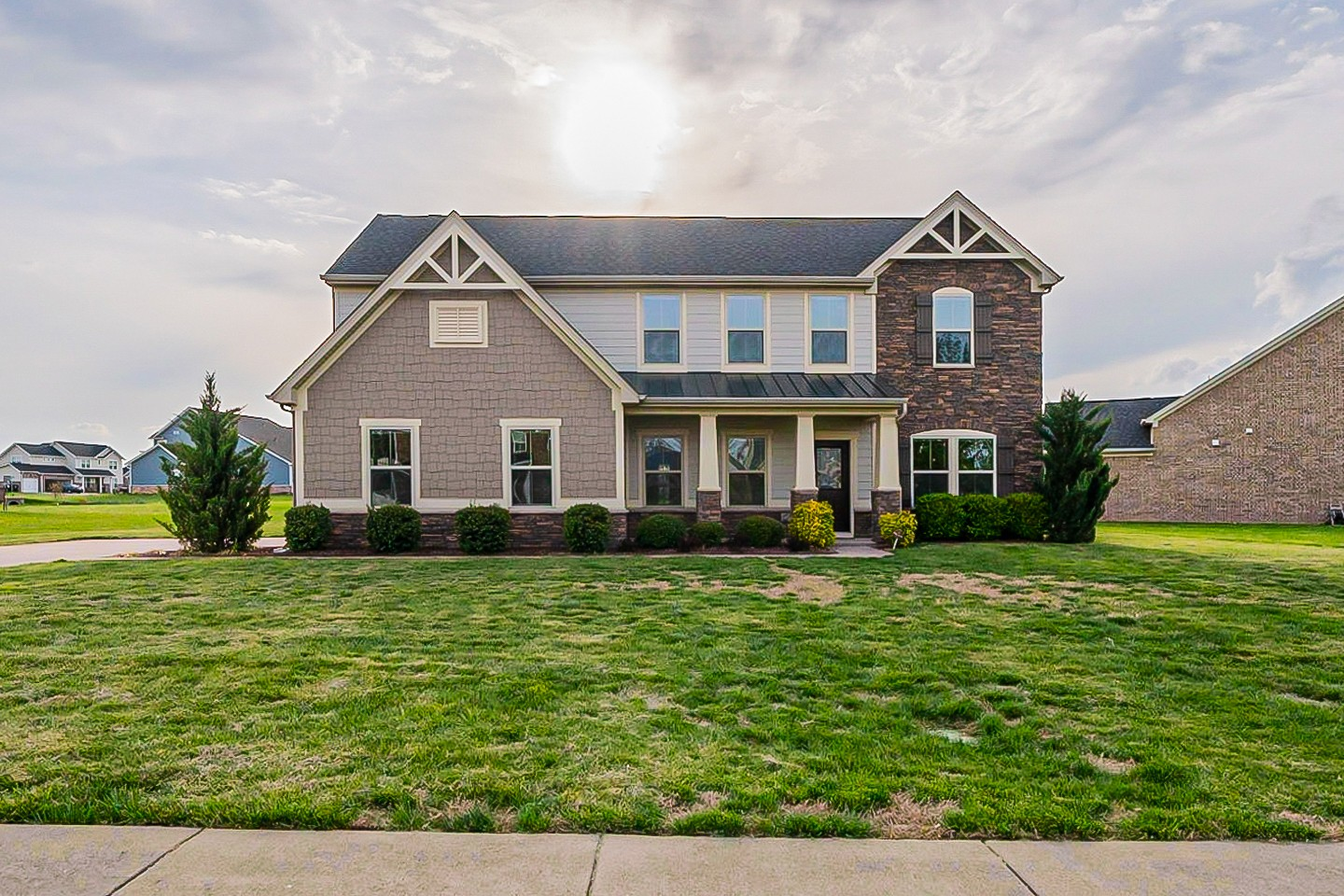 Built in 2014, this Murfreesboro one-story cul-de-sac home offers granite countertops, and a two-car garage.
