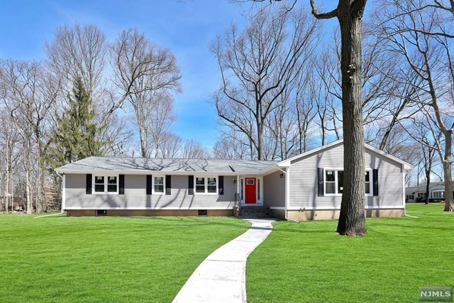 6 Anderson Court, Woodcliff Lake, NJ 07677