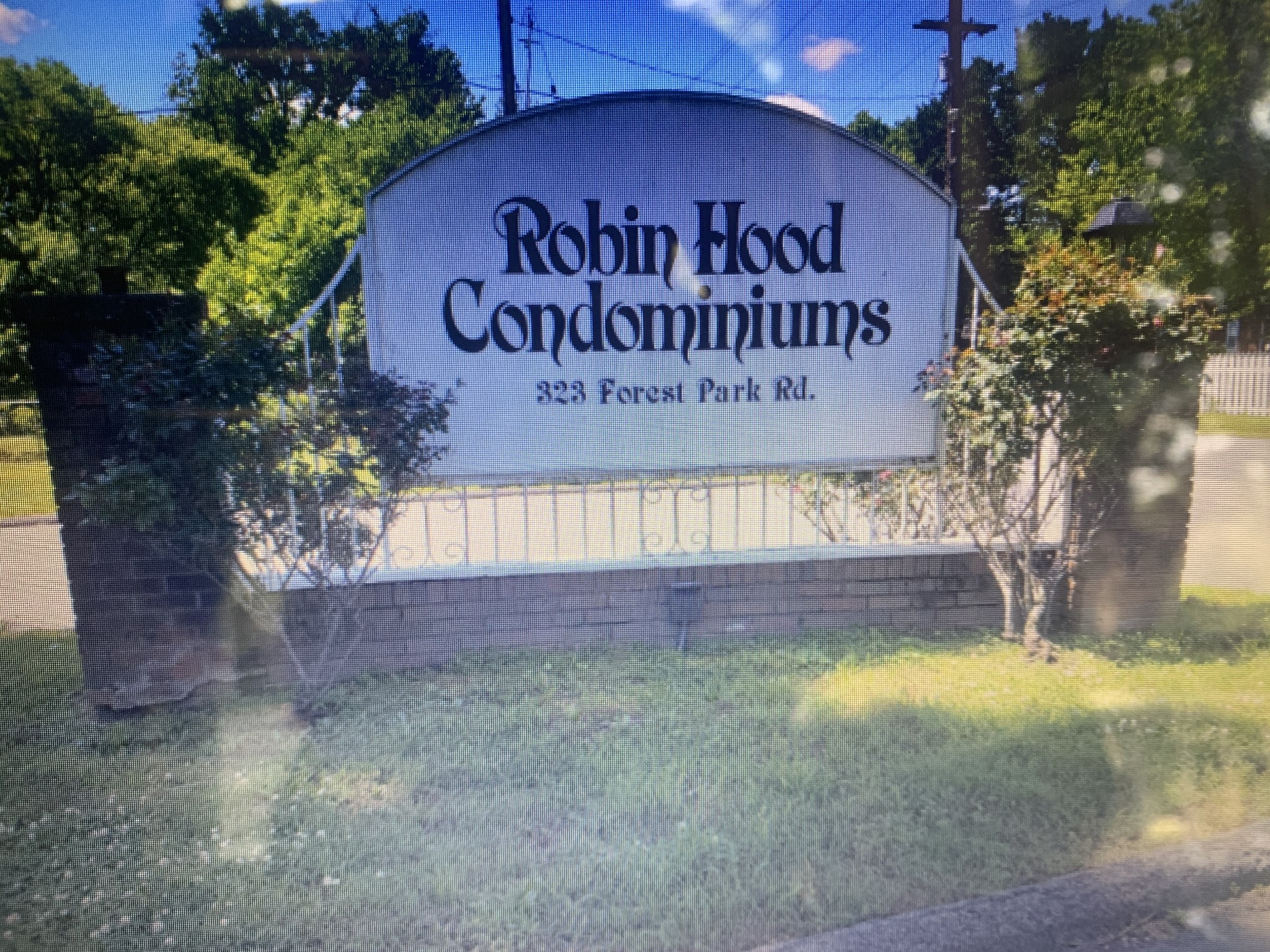 Pardon the mess! The owner is cleaning. CASH BUYER & INVESTORS . Last rent was 1100$. Renovated Town home! Priced to sell quickly. Bring all cash offer for seller to review today! Must close 9/21!! Call agent for showing info.