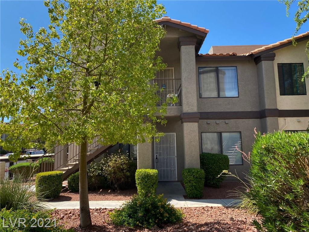 Convenient location in Green Valley. 2bed and 2 full bath.Quartz counter tops in kitchen, Stainless steel appliances, Master bed room with 2 closets. Community has 3 pools and 2 spas.