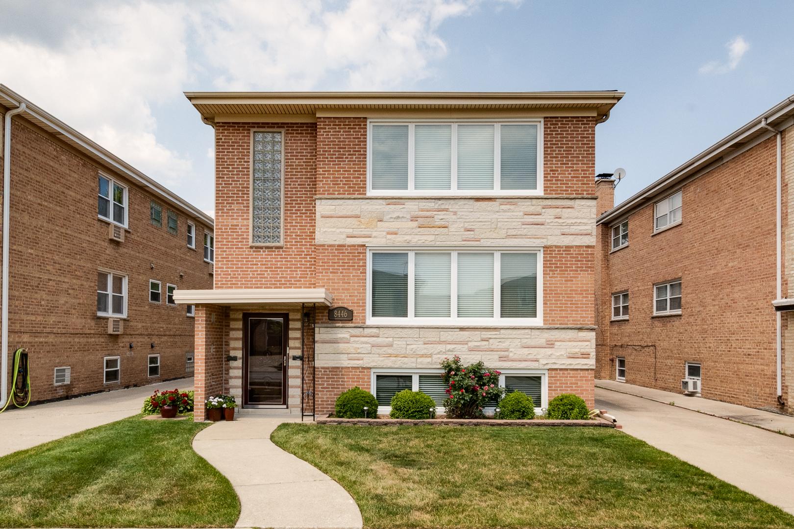 8446 W Berwyn Avenue, Chicago, IL 60656