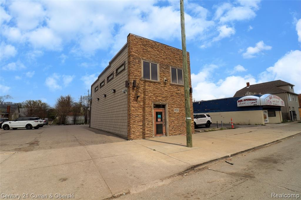 *MOTIVATED SELLER - WILL CONSIDER REASONABLE OFFERS* 2,000 sqft commercial building with large second floor apartment! Great location in the heart of W. Warren Ave's business district, large parking lot, renovated inside & out in 2017, approximately 1,000 sqft on first floor to run a retail store front business or use as office space, etc approximately 1,000 sqft on second floor that has completely renovated 2 bedroom 2 full bath apartment, living room, dining room, kitchen & laundry room, beautiful brazilian hardwood floors throughout, many other beautiful finishings, second floor apartment gives you the opportunity to live upstairs & work downstairs or lease out for extra monthly income, huge private parking lot, full basement could be used for storage, 3 separate parcels included in sales price (W22I000686S,W22I000685S & W22I000687S), all data apx.