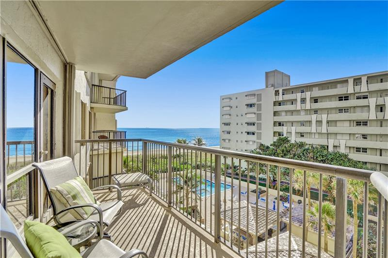 GORGEOUS  UNIT AT THE HAMPTON BEACH WITH BEAUTIFUL OCEAN AND SOME CITY VIEWS. UNIT FEATURES TILE FLOOR ALL TROUGH OUT, GRANITE COUNTER TOPS, UPDATED BATHROOMS, WASHER AND DRYER INSIDE THE UNIT AND MUCH MORE. BUILDING HAVE 24 HOURS SECURITY GUARD, EXERCISE ROOM, TENNIS COURT, SOCIAL AND GAME ROOM, AWESOME POOL DECK AND LARGE BBQ AREA