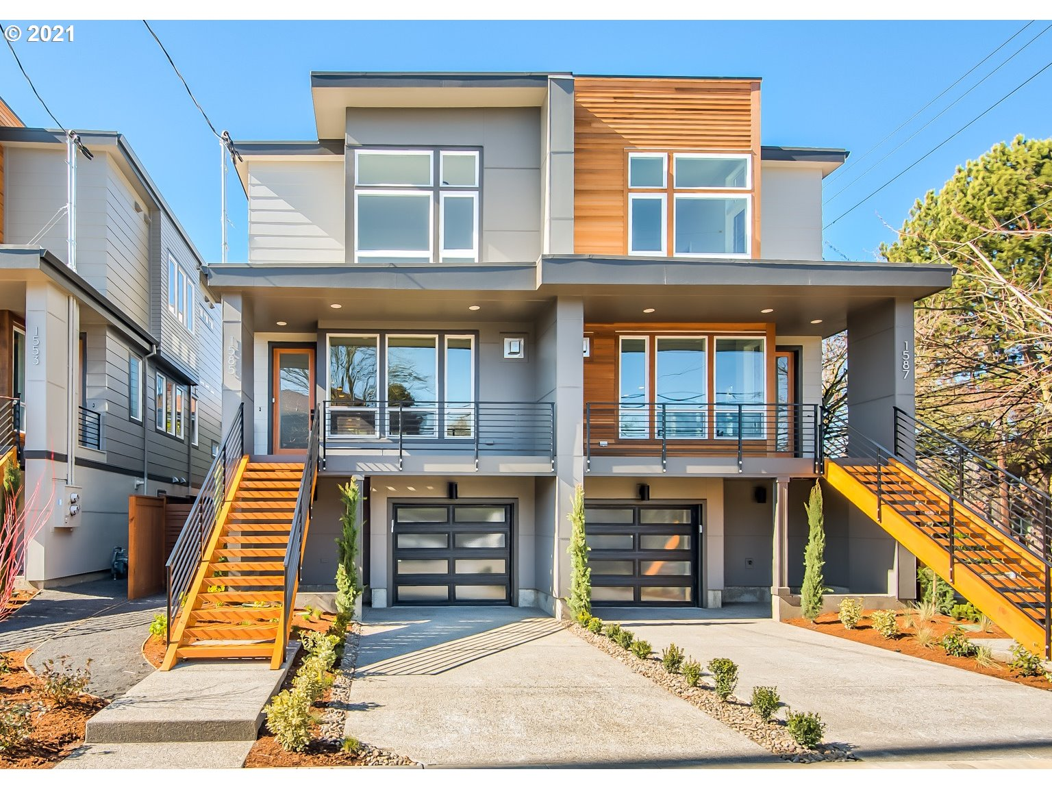 Beautiful New Modern Luxury Home by Everett in the heart of the Alberta Arts District! Certified Earth Advantage home w/ all of the modern conveniences. Master suite w/ a double sink, tiled shower, walk-in closet. Luxury finishes, custom built-ins, hardwood floors, slab waterfall countertops & stainless appliances. Open floor plan. Sustainable, energy efficient & quality craftsmanship. Great location! Walk to parks, restaurants & shops!