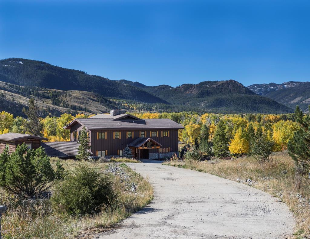 Wood River at it's finest! This might be the best fishing in Park County. Historic Meeteetse is 20 minutes away and Cody just an hours drive. Incredible views in every direction. Completely remodeled inside and out. Watch the elk, sheep, moose and deer from the new wrap around deck. This property has the best that Wyoming has to offer!