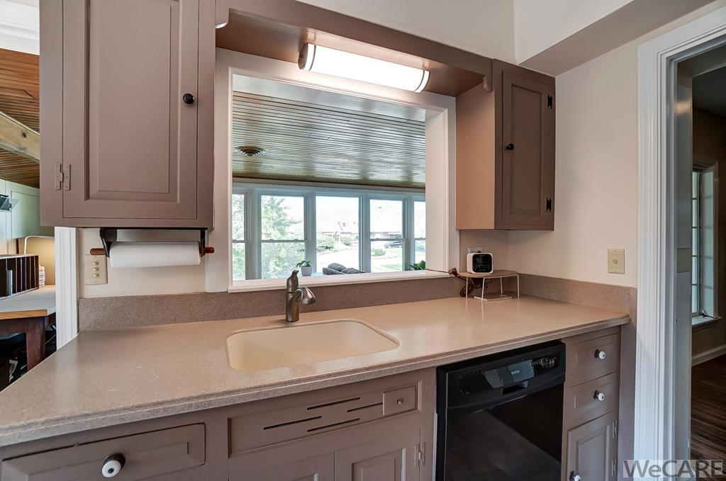 NEW BRIGHT LED LIGHT FIXTURE ABOVE SINK