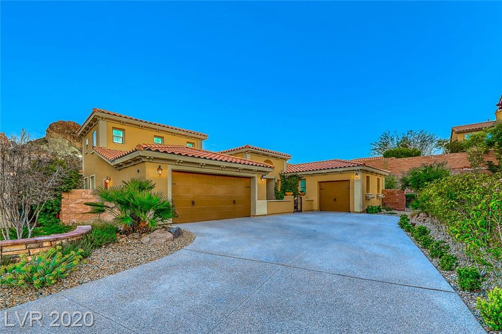 Spectacular Single Story with courtyard & huge lot in the gated community of Bella Fiore in Lake Las Vegas!Grand entry foyer flows to formal living and dining room. Hardwood & tile flooring throughout.Gourmet kitchen with large breakfast bar,granite counters & butler's pantry.Family room with fireplace & mountain views.Master with sitting area,walk in closet & spa inspired en suite.Casita with full bath & partial Strip view.Park inspired backyard with paver walkway,patios,fire pit & VIEWS! $10,000 Sports Club membership initiation fee is waived for new buyer.