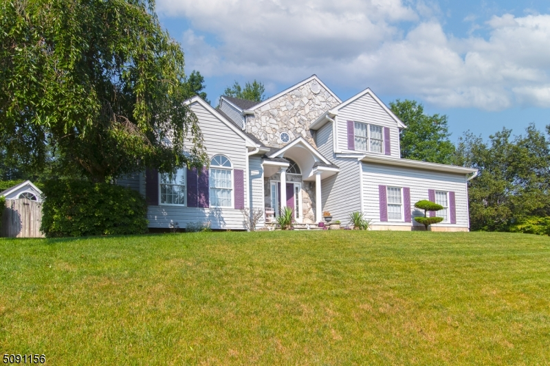 A lovely colonial located in the Forest Hollow section that sits high on a cul de sac.  Built in 1999, it has been meticulously cared for and is now ready for its new owners.  The first floor features a 2-story entry foyer, which flows to the lowered sun-drenched living room, dining room, large eat-in-kitchen, family room with wood burning fireplace, half bath, and laundry/mud room and 2 car garage.  Upstairs you'll find 3 bedrooms and main hall bath, plus the master suite with walk-in closet and ensuite bathroom.  Outside is an enclosed back porch and a shed with kitchenette, perfect for entertaining.
