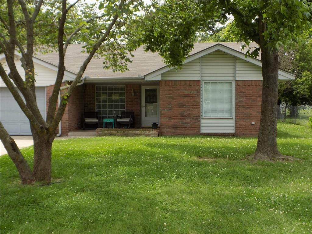 CUTE AS A BUTTON DESCRIBES THIS 3 BEDROOM, 1 BATH HOME ON A QUIET CUL-DE-SAC.   LAMINATE FLOORS THROUGHOUT.   NICE FENCED YARD WITH COVERED PATIO AND STORAGE SHED.  THIS ONE WON'T LAST LONG!