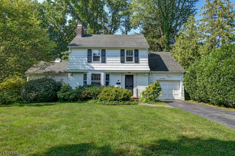 Calling all builders! Opportunity knocks! Nestled in the prime Wychwood neighborhood on a highly sought-after block, this custom colonial is ideal for renovation, build-to-suit, or a knock down. Prime lot. LOCATION, LOCATION, LOCATION!