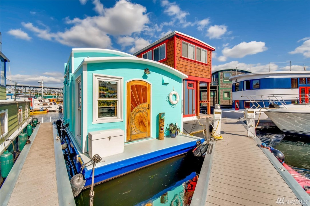 A tiny home on Lake Union near Gasworks Park & Fremont/Wallingford neighborhoods, Wildest Dream is your newly refinished chance to liveaboard in Seattle houseboat culture! Relax in a full lake-view living room with 14' ceilings below a charming curved roof with classic houseboat feel. A loft with 6' standing room provides comfort as the lake rocks you to sleep. Don't miss the bathtub or laundry hookups not seen in all houseboats. Slip rent $730 incl liveaboard, water/garbage.  No pets/rentals.