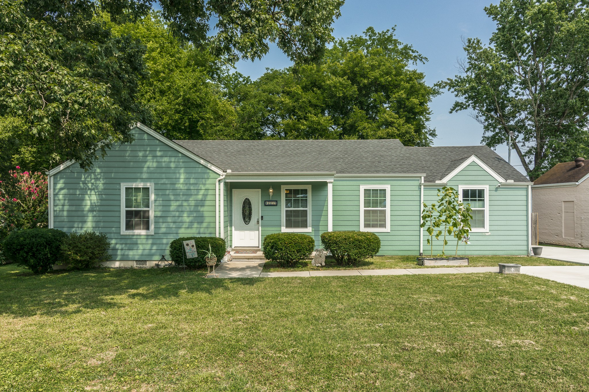 Open House, Wednesday- August 4th from 4-6 p.m. Renovated 1950's single level w/ 3 BR's & 2 BA's! Split bedroom floor plan, Owners suite has a walk-in closet, full bath with double vanities & tiled flooring! Spacious living room with hardwoods, Kitchen w/ granite, SS appliances and open dining area! Step outside to a nice deck and a fully fenced in backyard! Enjoy this quiet pocket of East Nashville & within a short distance to Riverside Village & 5 Points! Roof/HVAC/Electrical/Plumbing- 4 yrs!