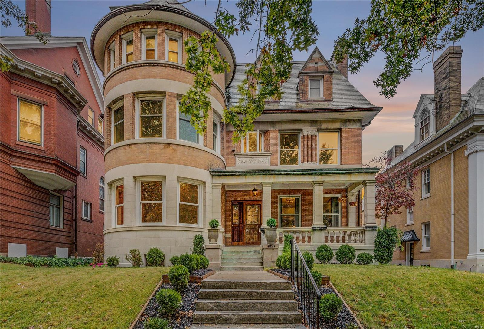 4361 Westminster Place, St Louis, MO 63108