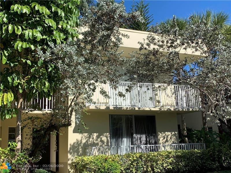 Very spacious, corner, 3/2 unit with screened patio that leads out to lush tropical landscaping. Jogging, biking trails surrounding beautiful lakes. Steps to pool and sauna. Walking distance to Publix. Short driving distance to lots of stores and restaurants.