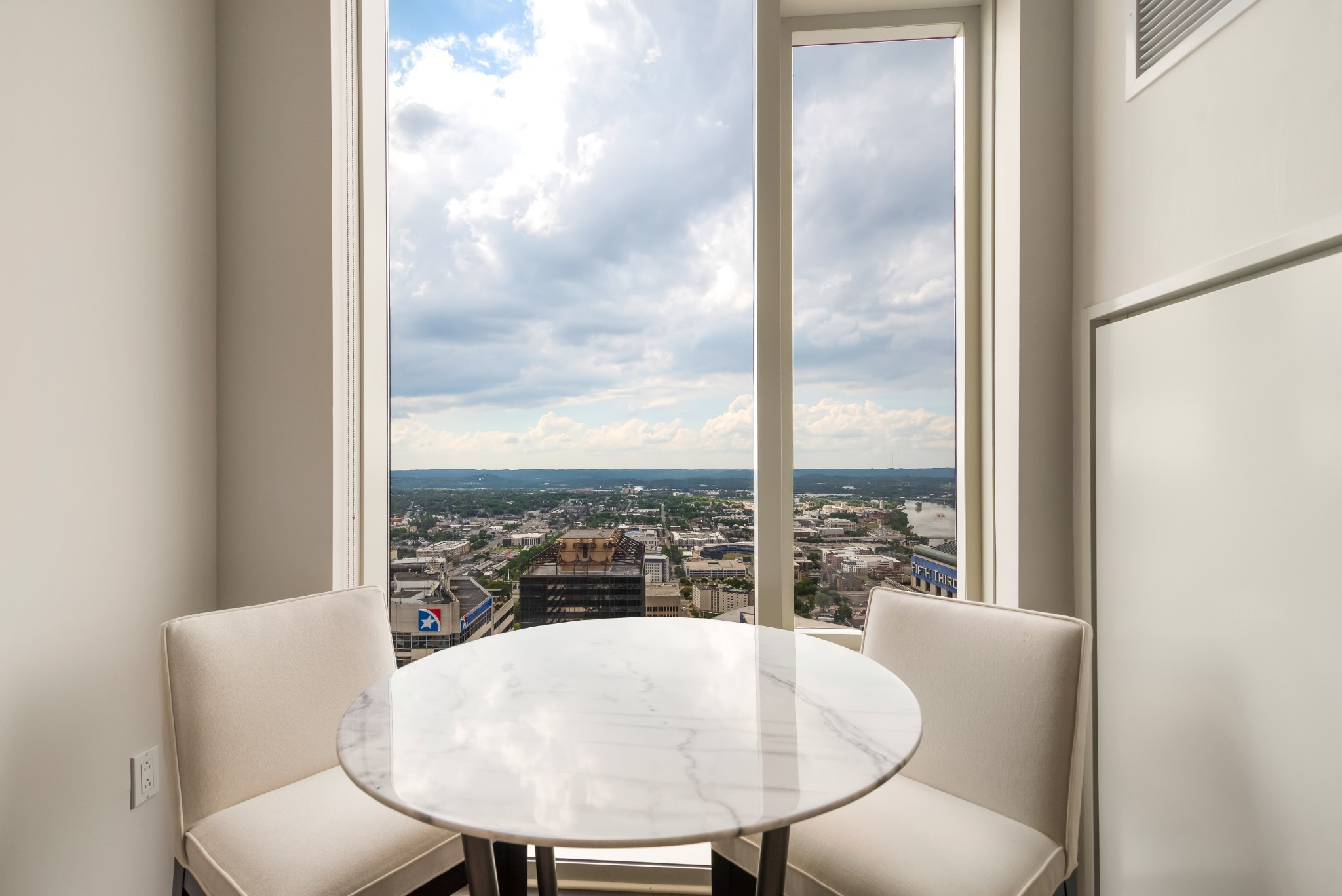 Luxury living beyond compare in Nashville's extraordinary 505 high-rise. Beautifully appointed. Enjoy incomparable wall-to-wall views of Nashville's iconic skyline and distant hilltops. Resort-style pool, cabanas, tennis, Technogym fitness center, dog park. Exclusive owners-only wine cellar, lounge, dining room and catering kitchen and fitness room. Located in the epicenter of all downtown activities, walk to music, theater, sports and restaurants.