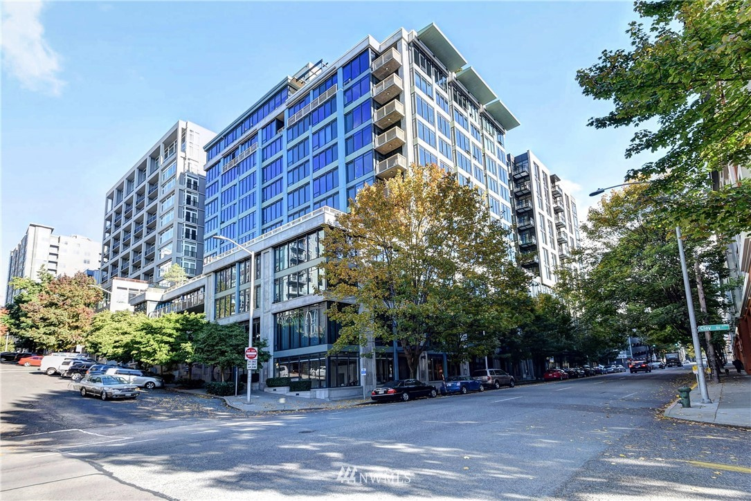 Corner unit in quiet location, yet close to everything: Alaskan Way waterfront, Olympic Sculpture Park, Myrtle Edwards Park, Seattle Center/Space Needle, and Pike Place Market. Open great room with high ceilings and walls of windows. Covered deck off great room. Large Owner's suite with a walk-in closet and plenty of room for a king-sized bed. Good-sized 2nd bedroom. Concierge Mon-Sat. Parking space in common garage + storage. Central HW & AC, gym, and RT deck. Pet-friendly. No rental cap.