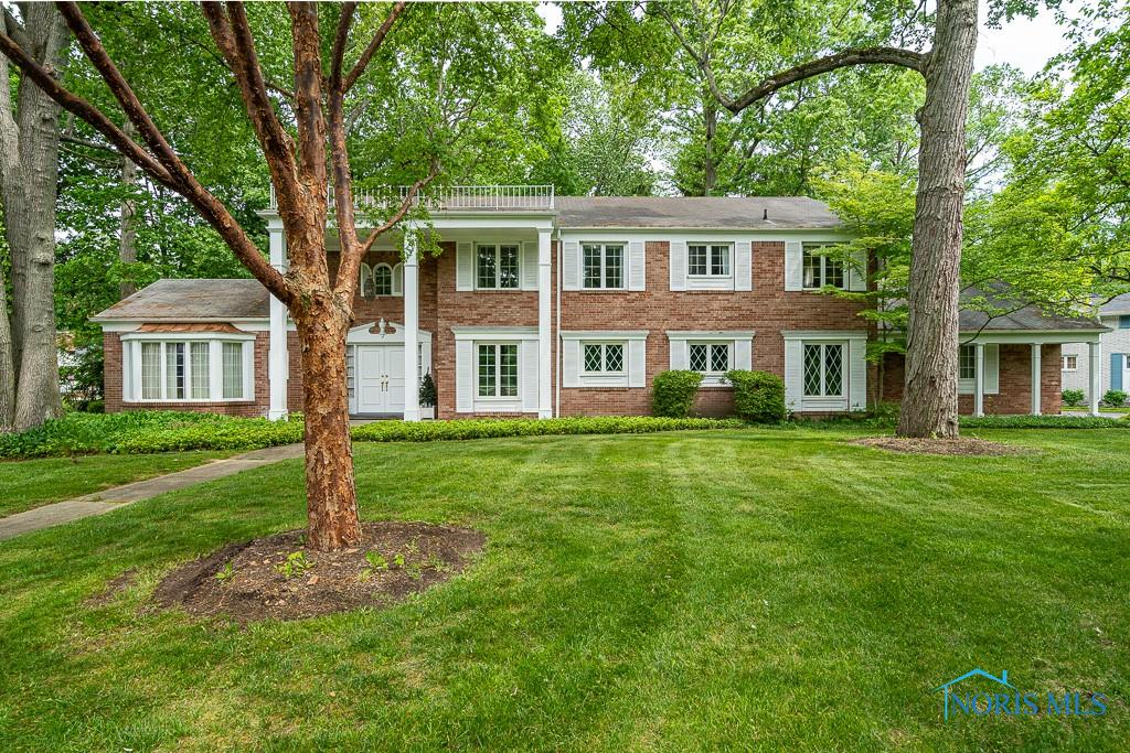 Exceptional Brick 2-STY facing Chapel across from Wildwood! Custom built one-owner home w/ grand circular foyer opens to expansive living room w/ bay window. Formal dining room w/built-ins. Paneled family room with FP. 1st floor office/bedroom w/bay & rich cabinets. Large eat-in kitchen with loads of counter/cupboard space. 4 bedrooms, 2 tiled baths up + additional office. 2 sets of staircases. Walk-in attic & spacious basement for storage! Well landscaped private, deep lot. 3,800 SQFT wonderful family home! Close to shopping (Westgate, Franklin Park), dining, major highways.