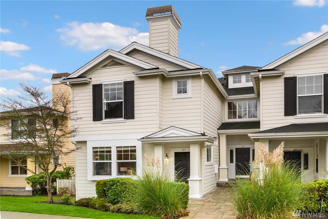 WOODBRIDGE ... on the doorstep to downtown Redmond! Gracious end unit, 2-story townhome-styled home with 2 bedrms, loft, 2.5 baths & 2-car, side-by-side gar. Hardwood floors run thru-out the main flr. Living rm w/gas fireplace. Dining rm w/slider door to private patio & fenced-in yard area. Kitchen w/granite counters, S/S apps, gas range. Blt-in planning desk. Master Suite w/walk-in closet & attached 3/4-bath with dual sink, tile vanity. Upstairs laundry rm. Newer carpets & new hot water tank.