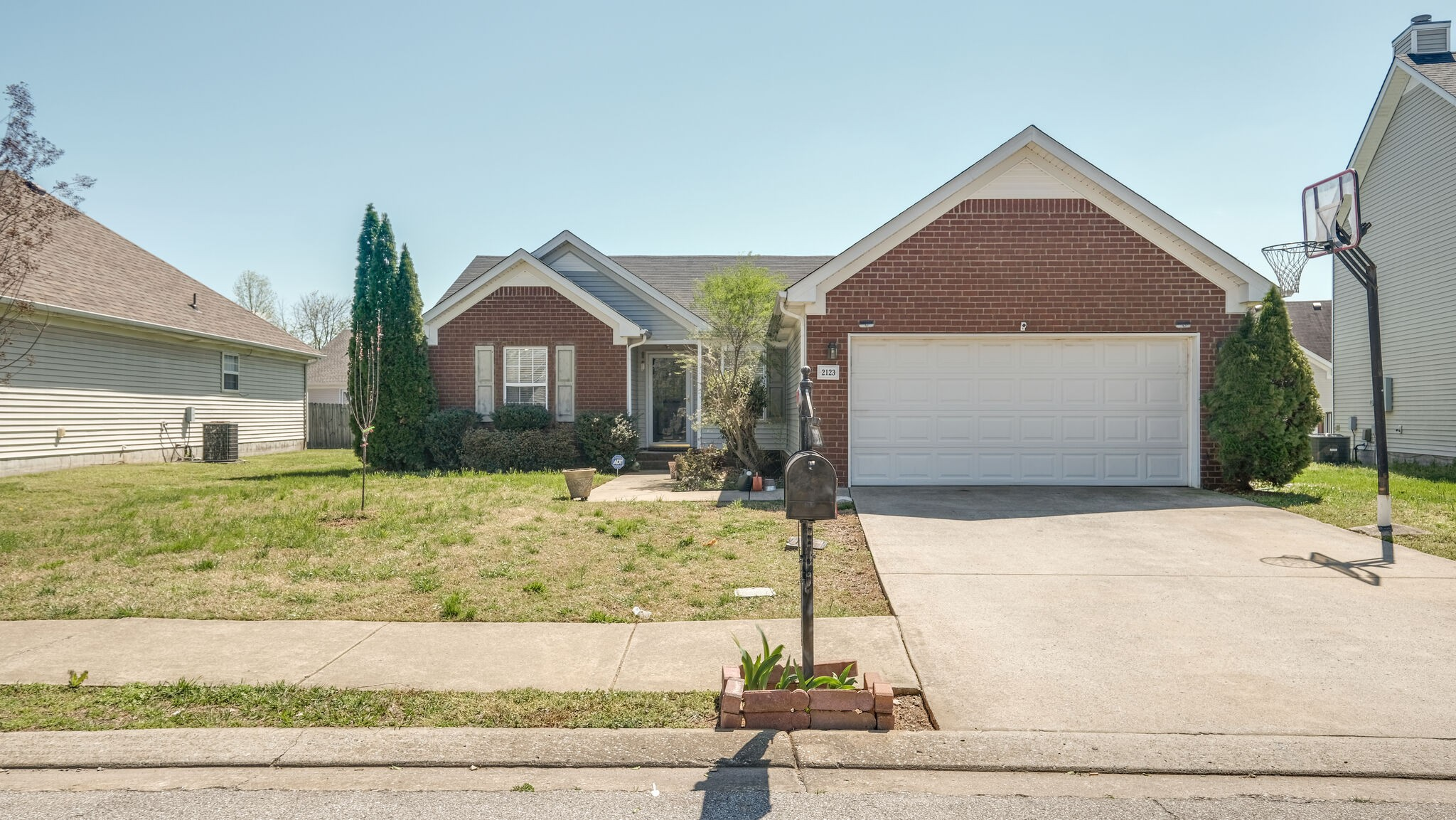 Beautiful open floor plan with kitchen and great room with vaulted ceiling. Zoned bedrooms with sperate utility room. Maple cabinets with bar/top. Master bath has large walk-in closet. 2 Car garage! Don't miss out on this beautiful home! Appliances & Water Heater less than 1 year