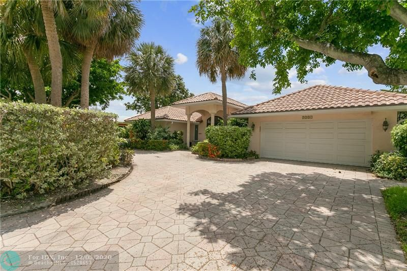 Amazing deal under 1 million in the water. Close to shops and restaurants. This beautiful home has spacious rooms, a big master bath & a couple of walk in closets and a beautiful kitchen. Pool area is screed in, spacious and perfect for entertaining.