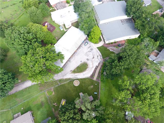 1904 NE Englewood Road, Gladstone, MO 64118