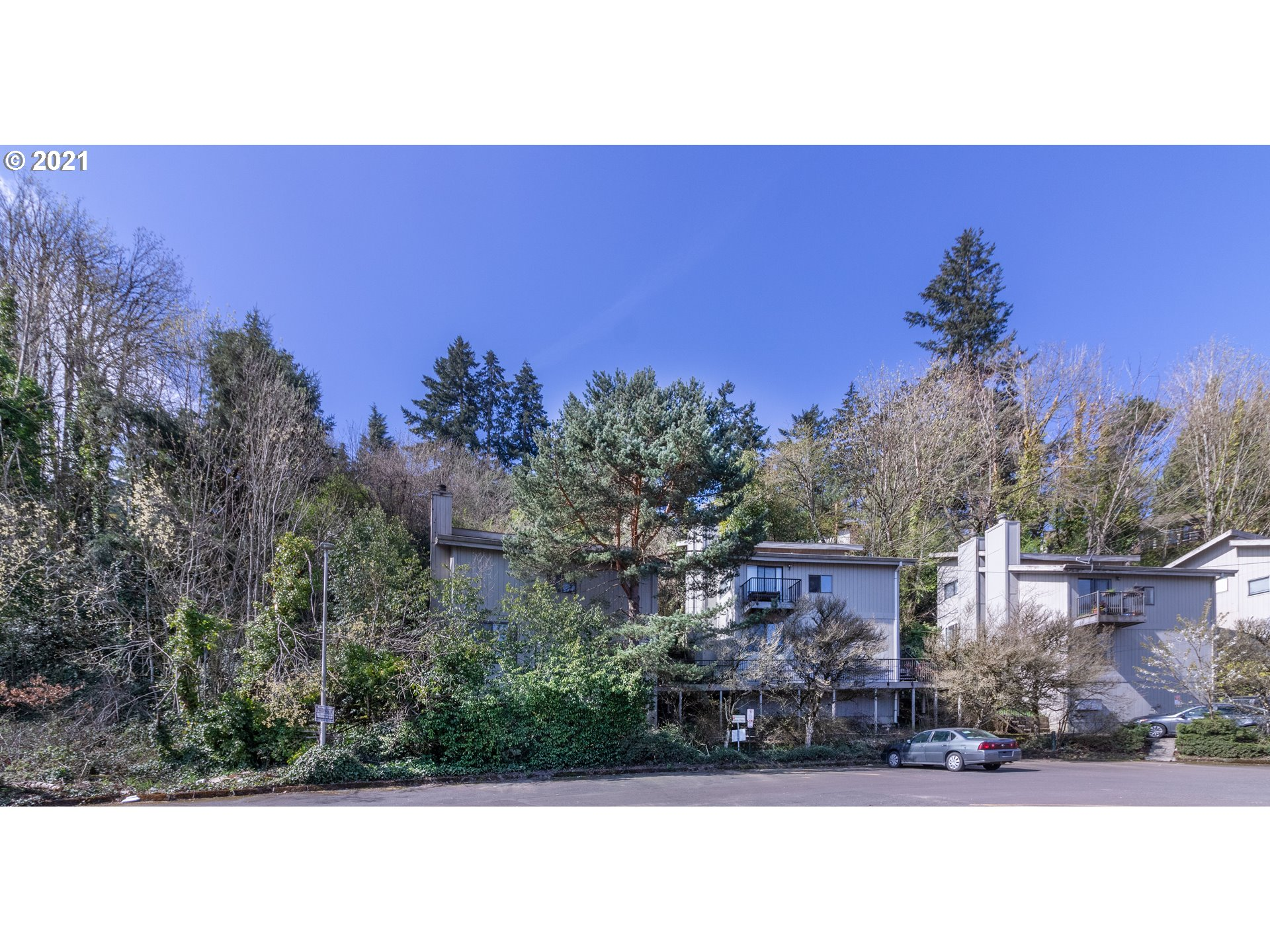 Outstanding location! Minutes to downtown, Walk to Hillsdale, Multnomah Village, Schools, Restaurants, shopping, Custer Park. Close to bus line. Set back in the trees. Only 2 condos per building, no one above or below. Only 8 units. Laminate floors, stainless steel appliances, Master has vaulted ceilings and great light! Tiled bath. 1 assigned parking space. Washer and dryer. Wilson High
